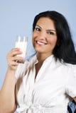 Donna felice del latte Fotografie Stock Libere da Diritti