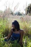 Donna felice dell'afroamericano all'aperto Fotografia Stock Libera da Diritti