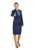 Donna felice di affari che allunga mano per la stretta di mano Immagini Stock