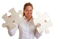 Donna felice di affari con due Fotografie Stock Libere da Diritti