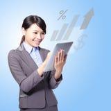 Donna felice di affari con il pc della compressa Fotografia Stock