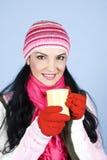 Donna felice di inverno con la bevanda calda Fotografia Stock Libera da Diritti