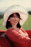Donna felice di modo di anni '50 immagine stock libera da diritti