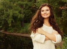 Donna felice di modo nella stagione di autunno Fotografie Stock Libere da Diritti