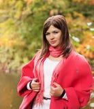 Donna felice di modo vicino al fiume Fotografia Stock Libera da Diritti