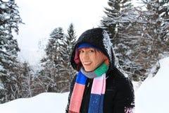 Donna felice di redhead sulla sua vacanza invernale Immagini Stock Libere da Diritti