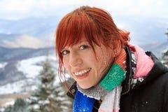 Donna felice di redhead sulla sua vacanza invernale Fotografia Stock Libera da Diritti