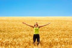 Donna felice e libertà Fotografia Stock
