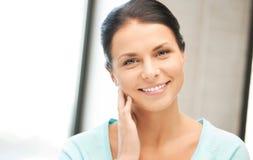 Donna felice e sorridente Fotografie Stock Libere da Diritti