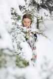 Donna felice nell'inverno con neve Immagini Stock Libere da Diritti