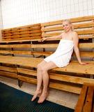 Donna felice nella sauna Immagini Stock Libere da Diritti