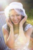 Donna felice nella stagione di estate Fotografie Stock Libere da Diritti