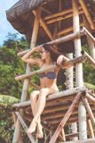 Donna felice nelle vacanze estive alla spiaggia Immagine Stock Libera da Diritti