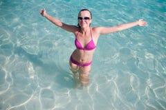 Donna felice su acqua Fotografia Stock Libera da Diritti