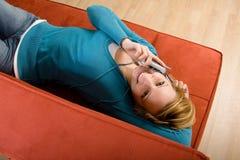 Donna felice sul cellulare Immagini Stock