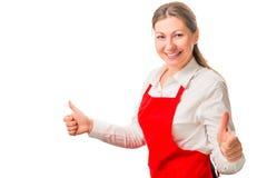Donna felice in un grembiule rosso Fotografia Stock Libera da Diritti