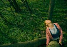 Donna in foresta Immagini Stock
