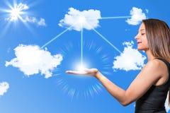Donna fra le nuvole immagini stock