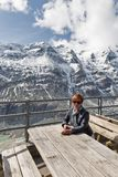 Donna in ghiacciaio di Kaiser Franz Joseph Grossglockner, alpi, Austria Fotografie Stock Libere da Diritti