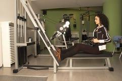 Donna in ginnastica Fotografia Stock Libera da Diritti