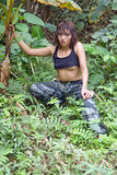 Donna in giungla fotografia stock libera da diritti