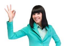 Donna GIUSTA del segno Donna di affari che mostra il segno giusto della mano Riuscita e bella donna caucasica di affari isolata s Fotografia Stock Libera da Diritti