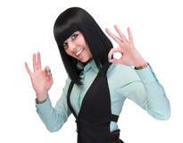Donna GIUSTA del segno Donna di affari che mostra il segno giusto della mano Riuscita e bella donna caucasica di affari su bianco Fotografia Stock Libera da Diritti