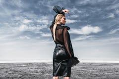 Donna gotica alla moda fotografia stock libera da diritti