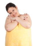 Donna grassa e di peso eccessivo in tovagliolo giallo Immagine Stock