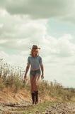 Donna graziosa in cappello di cowboy Fotografia Stock Libera da Diritti