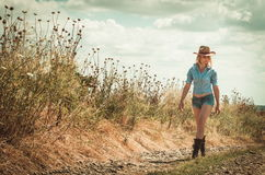 Donna graziosa in cappello di cowboy Fotografia Stock