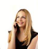 Donna graziosa che comunica sul telefono Fotografie Stock Libere da Diritti