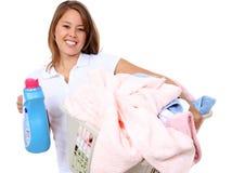 Donna graziosa che fa lavanderia Fotografie Stock Libere da Diritti