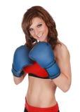 Donna graziosa con i guanti del boxe Fotografie Stock