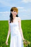 Donna graziosa con il mazzo dei fiori Fotografia Stock