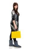 Donna graziosa con il sacchetto della spesa Fotografia Stock Libera da Diritti
