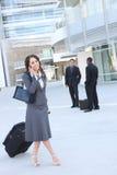 Donna graziosa di affari all'edificio per uffici Fotografie Stock Libere da Diritti