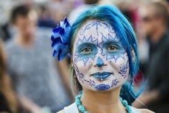 Donna graziosa in Dia De Los Muertos Makeup Immagini Stock Libere da Diritti