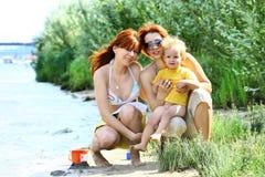 Donna graziosa due con il bambino Fotografia Stock Libera da Diritti