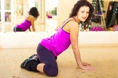 Donna graziosa in ginnastica Immagine Stock Libera da Diritti