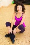 Donna graziosa in ginnastica Immagini Stock Libere da Diritti