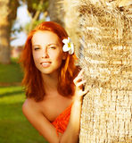 Donna graziosa in natura tropicale Fotografia Stock Libera da Diritti