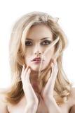 Donna graziosa sensuale con i capelli di volo immagini stock libere da diritti