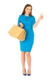Donna graziosa in vestito blu che posa con le borse Immagine Stock Libera da Diritti