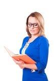 Donna graziosa in vetri con un libro in sue mani Isolato su priorità bassa bianca Fotografia Stock