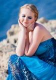 Donna graziosa vicino al mare Immagine Stock