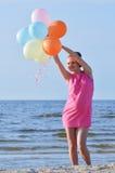 Donna incinta alla spiaggia Fotografie Stock