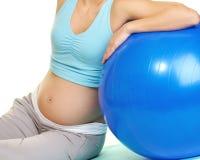Donna incinta che fa esercitazione Fotografia Stock Libera da Diritti