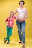 Donna incinta che prevede il suo bambino Fotografia Stock