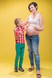 Donna incinta che prevede il suo bambino Immagine Stock